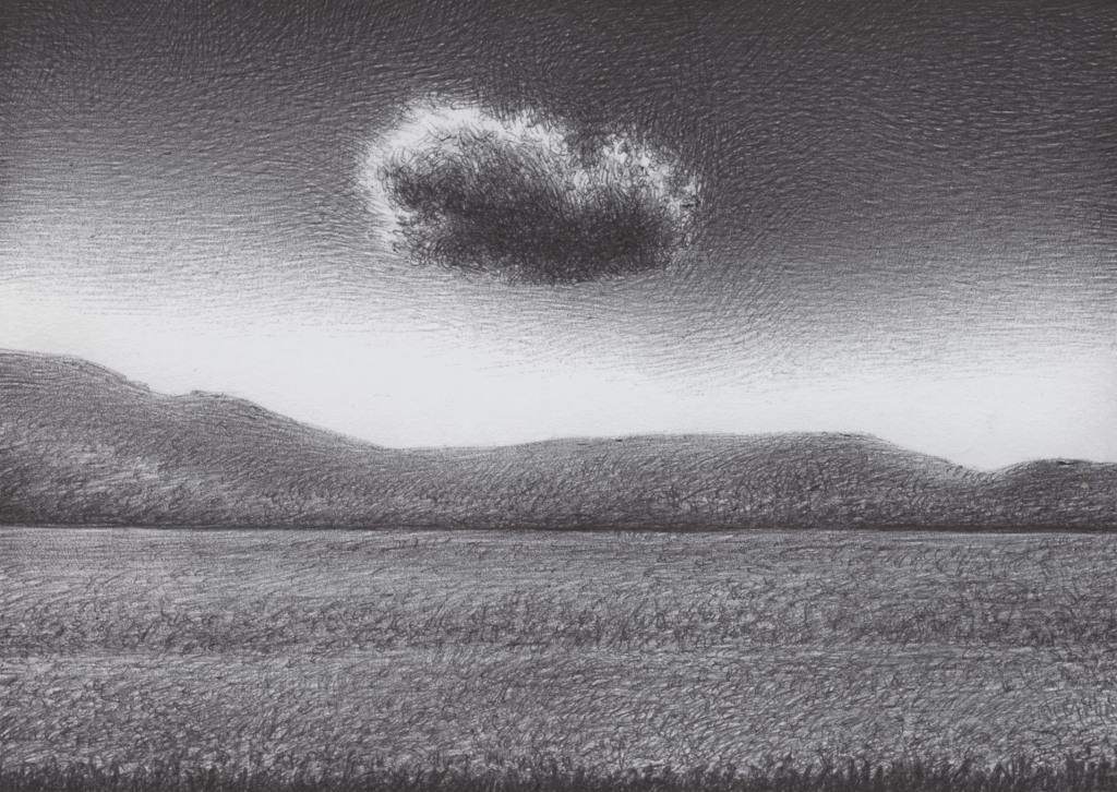 Una sola nuvola nel cielo , in mezzo e sotto un paesaggio con un campo ampio e delle colline in sottofondo